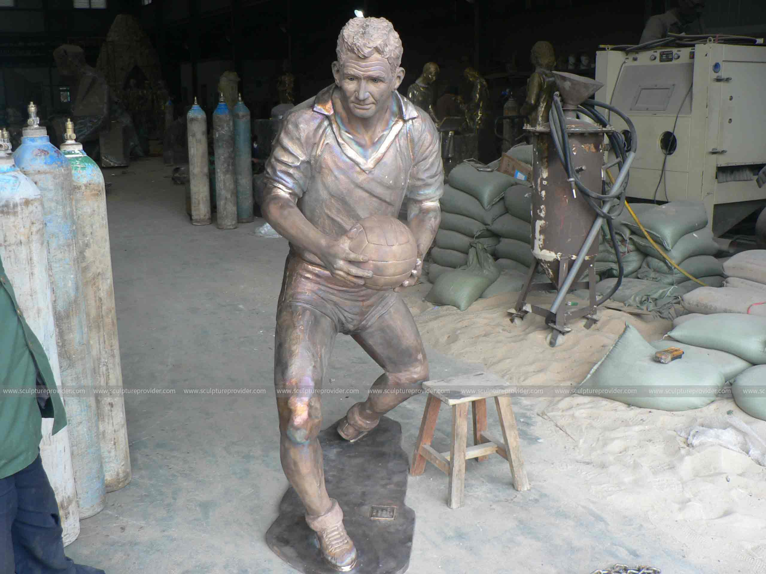 how is a bronze sculpture made