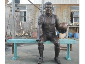 bronze footballeur sculpture art public